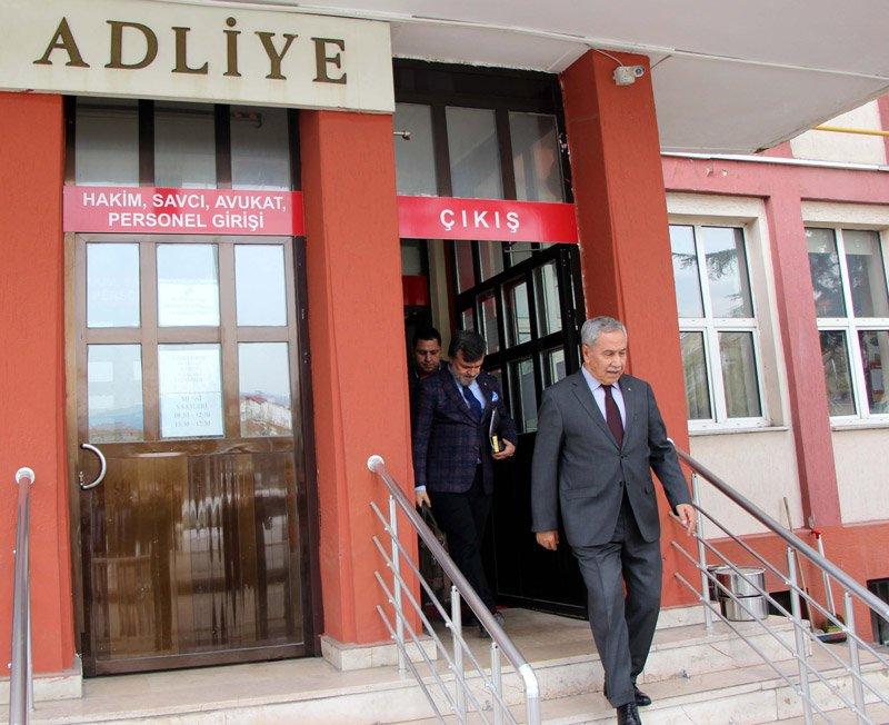 FOTO:DHA - Bülent Arınç, 13 Nisan'daki duruşmaya katılarak savunma yapmıştı.