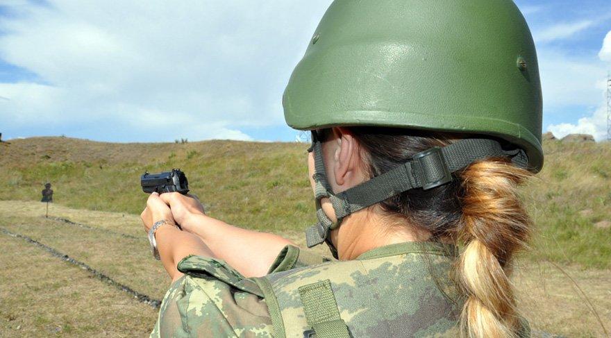 Kars'ta sınırı bekleyen kadın askerler