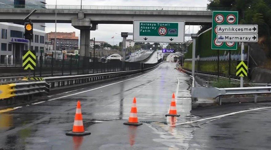 Foto: DHA / Kuvvetli sağanak yağmurun etkili olduğu İstanbul'da Avrasya Tüneli çift yönlü olarak ulaşıma kapatıldı