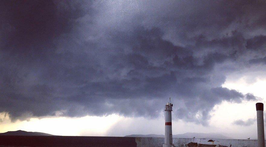 Fırtına, Marmara ve Avşa'daki tatilcileri korkuttu