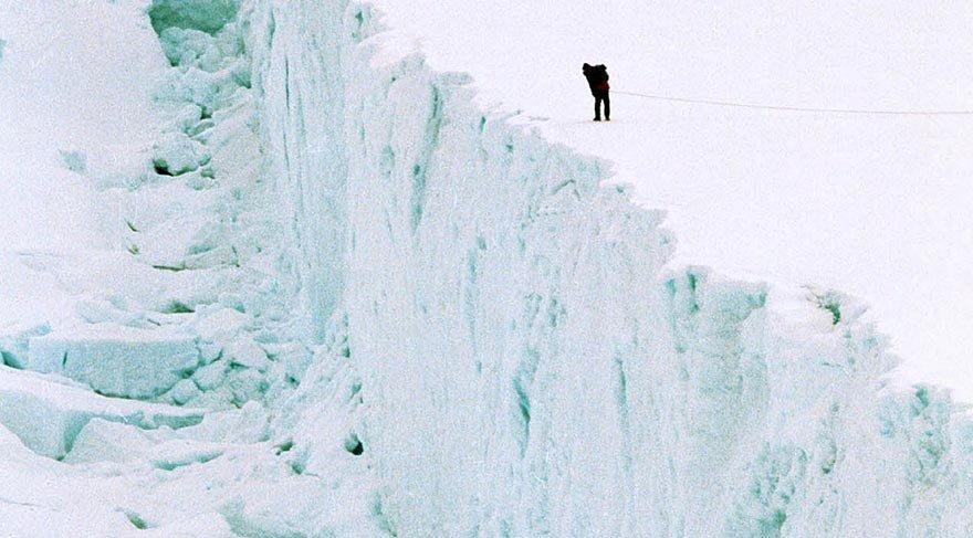 Antarktika'da beklenen oldu, en büyük buz dağı koptu