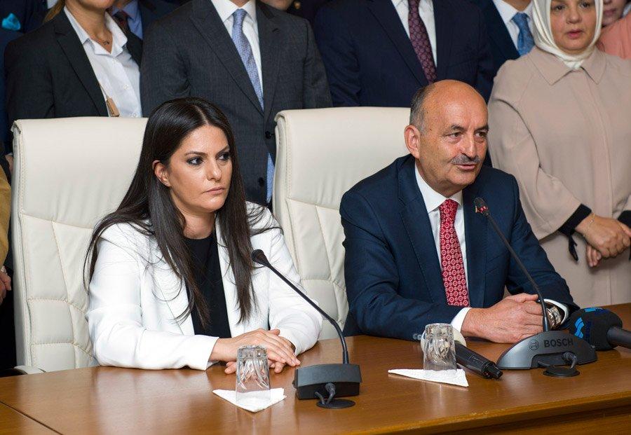 FOTO:İHA- Bakan Sarıeroğlu bugün görevini Mehmet Müezzinoğlu'ndan devraldı.