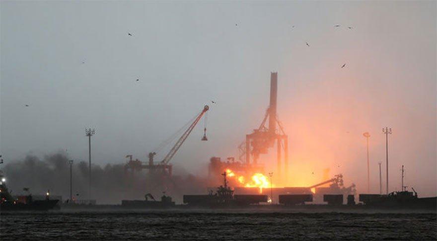 Vinç devrildi, limanda patlama meydana geldi