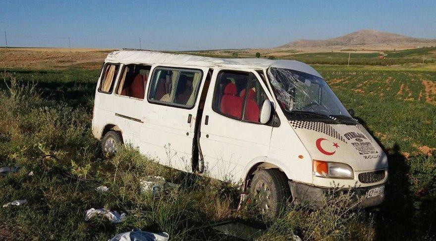 Tarım işçilerini taşıyan minibüs devrildi: 17 yaralı