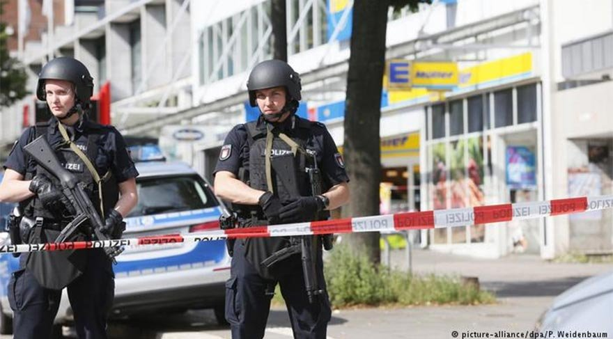 Hamburg'ta bıçaklı saldırı: 1 ölü