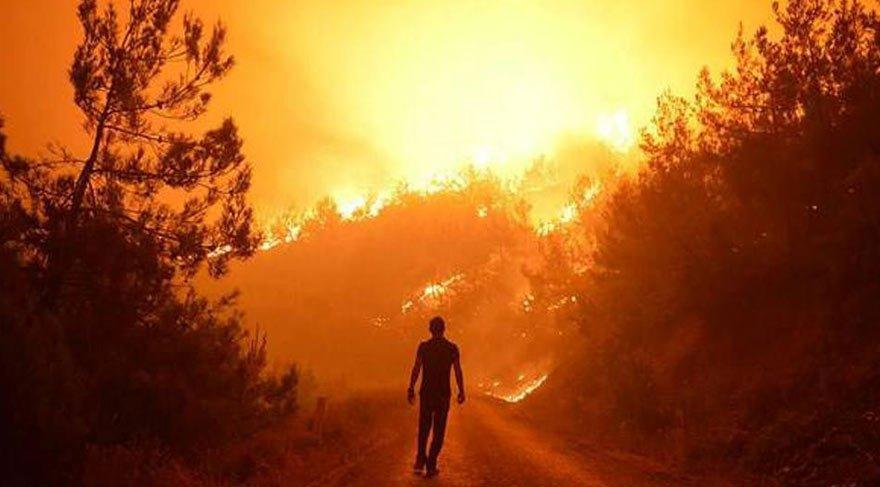 İzmir'deki orman yangını söndürülemiyor! 2 bin kişi tahliye edildi