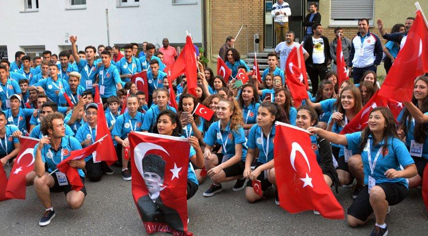 İzmir Marşı eşliğinde Türkiye'ye gurur yaşattılar