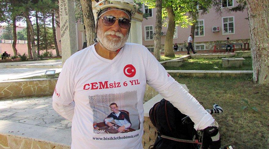Türkiye'yi bisikletle gezen bir babanın duygulandıran hikayesi