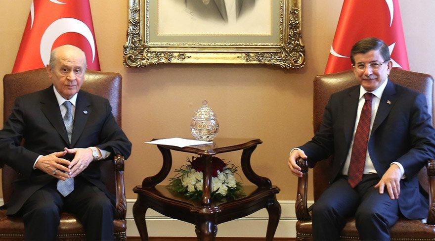 Bahçeli-Davutoğlu gerginliğine AKP de katıldı