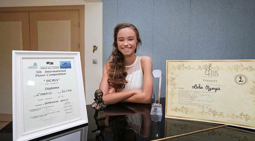 12 yaşındaki Nehir uluslararası piyano yarışmasında dünya ikincisi oldu