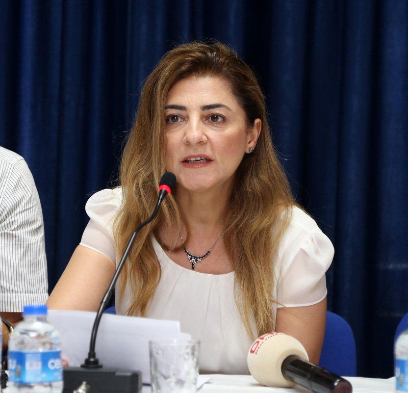 FOTO:DHA- Antalya Aile Hekimleri Derneği Başkanı Ekin Saba, dernek üyeleriyle birlikte açıklama yaptı.