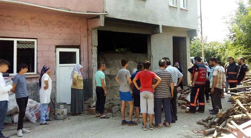 Duvar devrildi: 3'ü çocuk 4 yaralı