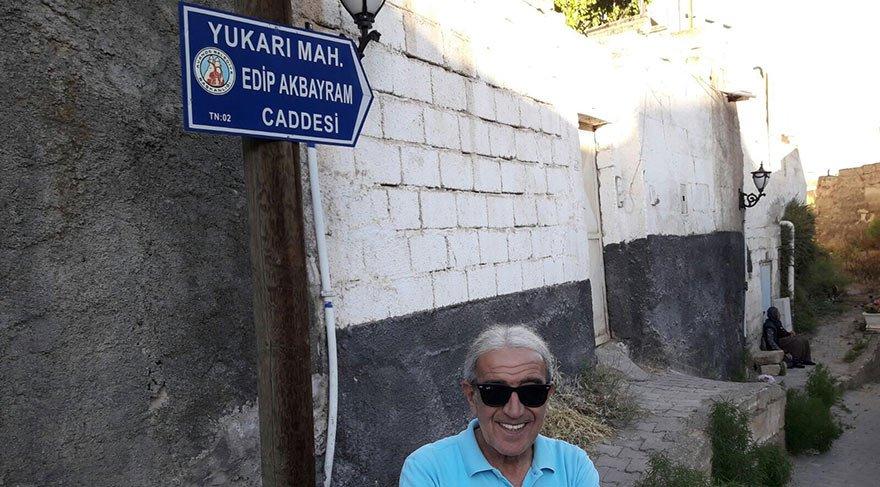 """AVANOS'A TEŞEKKÜR EDERİM Yaşadığı caddeye adı verilen Edip Akbayram, """"Avanos'a çok teşekkür ederim"""" diye konuştu."""