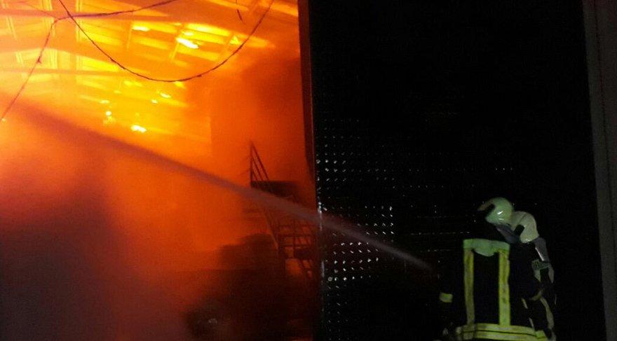 Babasının fabrikasını yaktı arayıp bir de izletti!