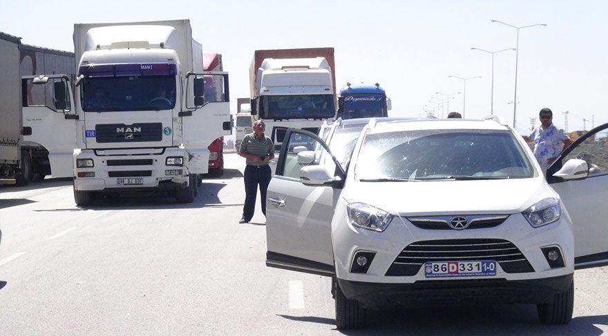 Sınır kapısı yolunda bomba bulundu, ulaşım durdu
