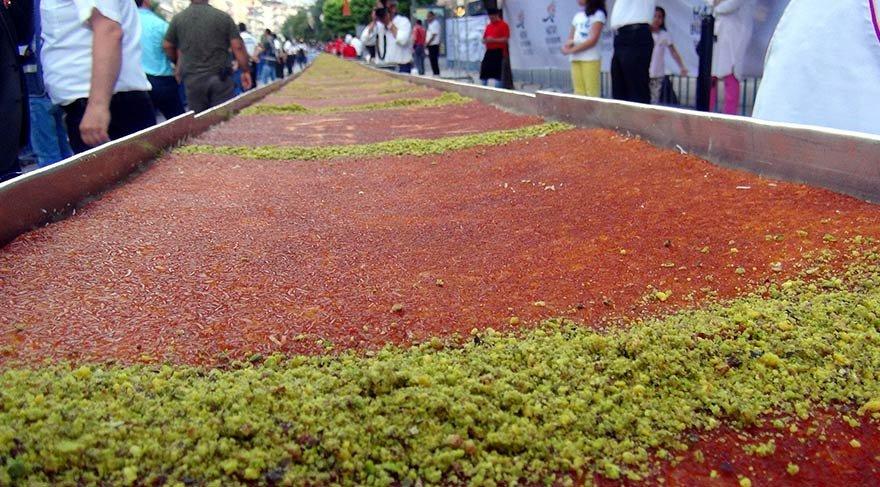 1,5 tonluk, 78 metrelik künefe 20 dakikada tükendi