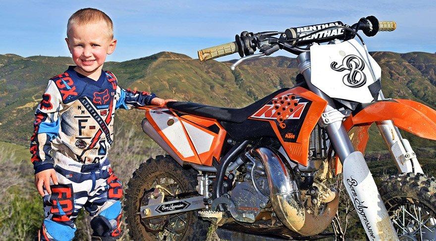 Dört yaşındaki motokrosçu