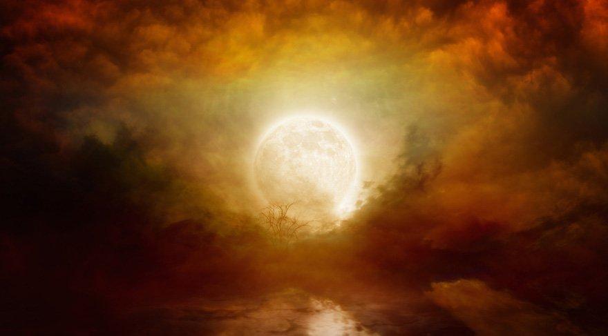 9 Temmuz Pazar günü saat sabah 6 civarı Oğlak burcunun 18. derecesinde bir Dolunay meydana gelecek. Bu Dolunay'da hem Plüton hem de Mars etkili olacağından, kanlı ve zor bir Dolunay olacağa benziyor.