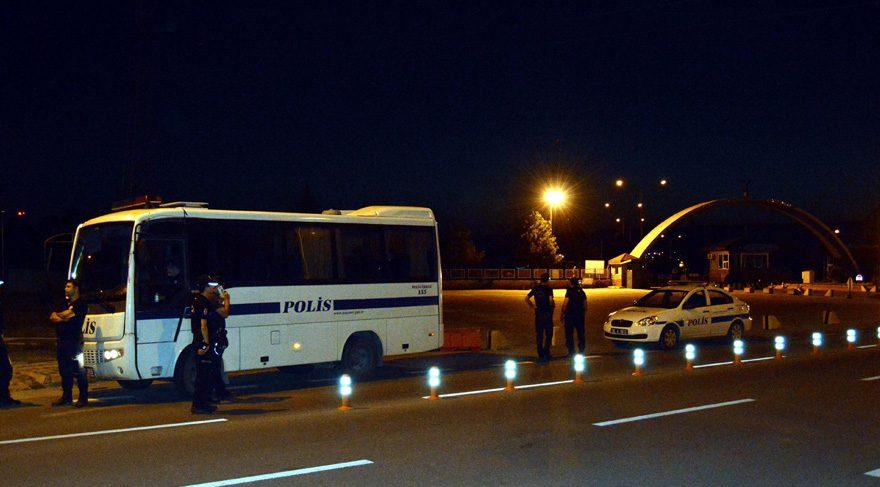 Kayseri'de polise bıçaklı saldırı