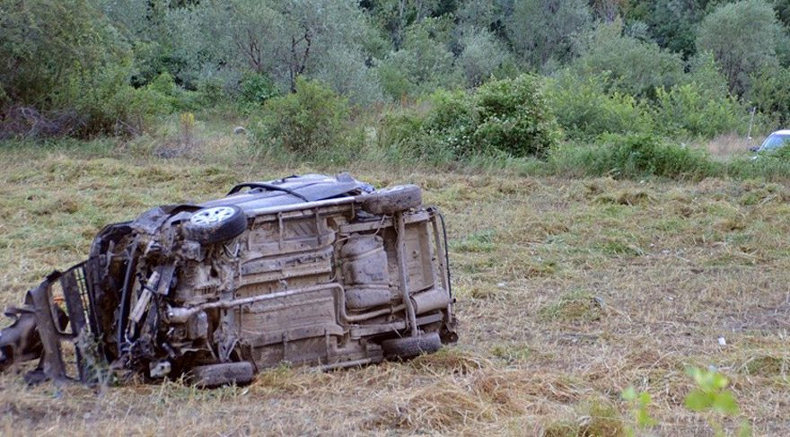 2 otomobil çarpıştı: 3 ölü, 7 yaralı