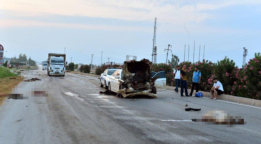 Otomobil sürüye çarptı, 30 hayvan öldü, çoban kaçtı…