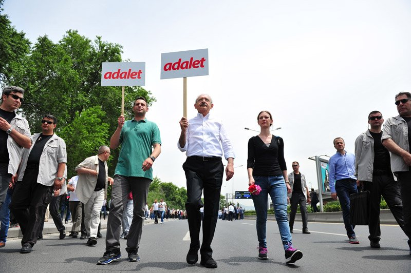 FOTO:İHA - Kerem Kılıçdaroğlu, Adalet Yürüyüşü'ne nişanlısı Mine Alşan'la birlikte katılmıştı.