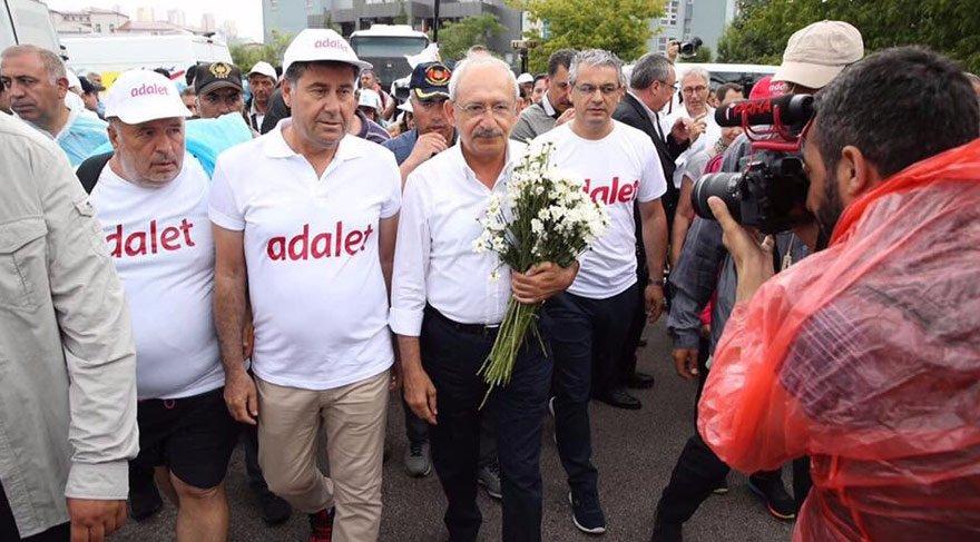 Foto: İHA - Bodrum Belediye Başkanı Mehmet Kocadon da Adalet Yürüyüşü'ne katıldı