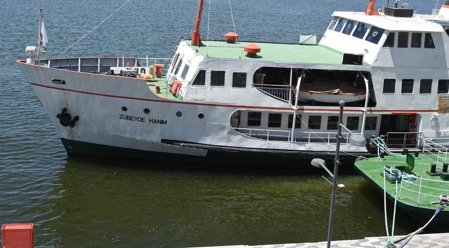 İzmir Kordon'da denizanası istilası