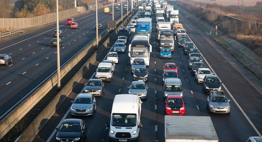 İngiltere, 2040'dan itibaren dizel ve benzinli yeni araçları yasaklayacak