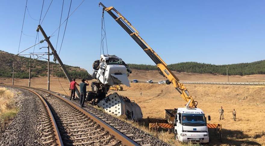 LPG tankeri tren yoluna uçtu