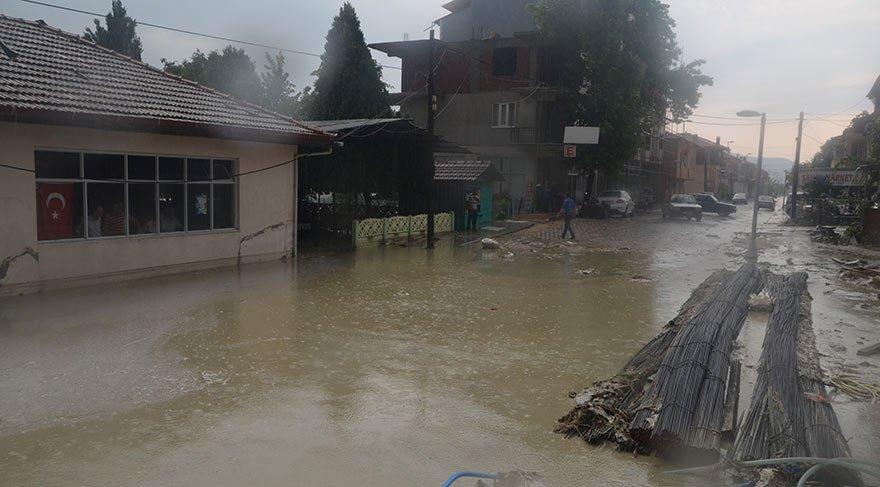 Manisa'da sokaklar göle döndü