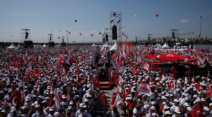 CHP'nin sunucusu Bozkurt: Maltepe Meydanı'nda bulunan 2 milyon kişiye sunuculuk yapıyorum