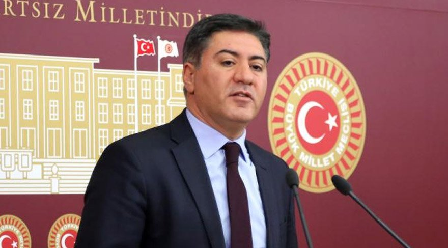 CHP Ankara milletvekili Murat Emir, iç tüzükteki değişikliklere dikkat çekti.