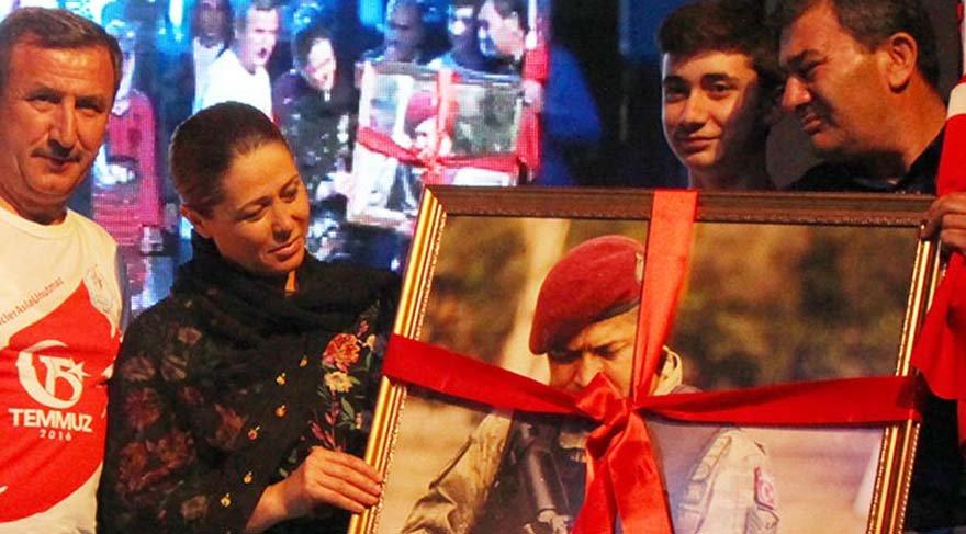 Şehit Halisdemir'in kardeşi gözyaşlarını tutamadı