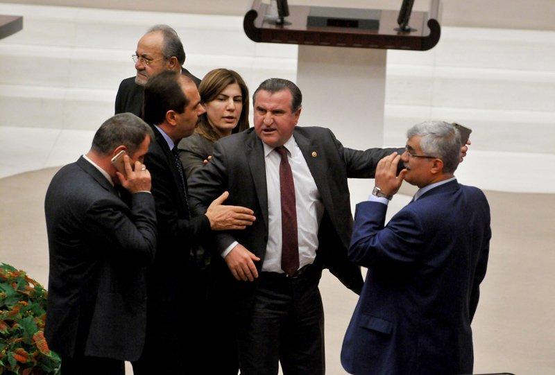 FOTO:SÖZCÜ - Osman Aşkın Bak, geçtiğimiz yıl Aralık ayında, CHP'li Veli Ağbaba ile Meclis'teki yeni anayasa görüşmelerinde yaptığı tartışma ile gündeme gelmişti.