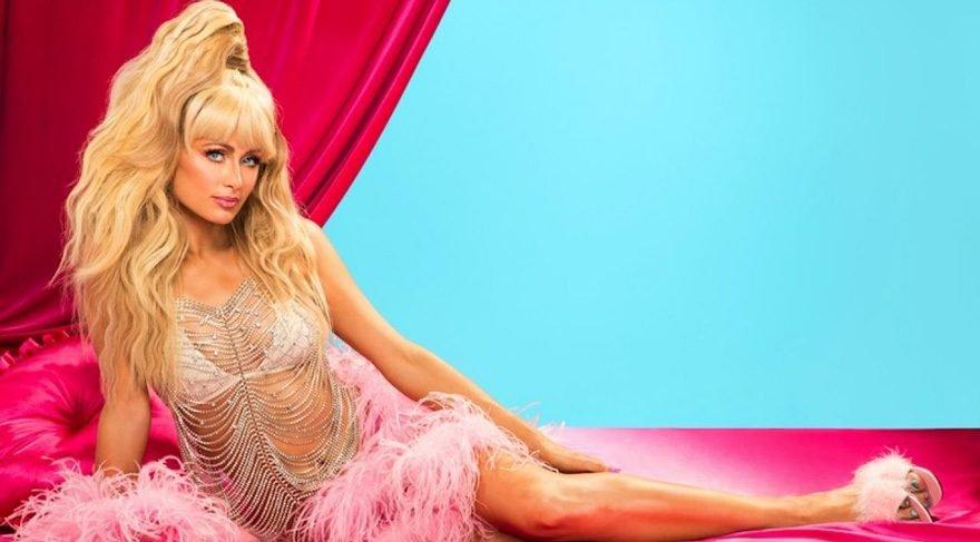 Paris Hilton parfümü için kliple ortaya çıktı