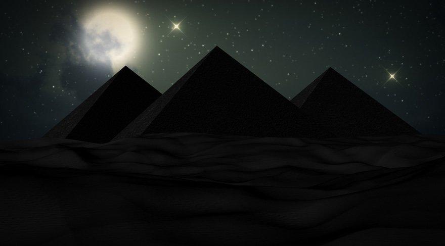 Sirius sadece Kuran-ı Kerim'de adı geçen bir yıldız olmasından dolayı kutsal değil, eski Mısır medeniyetinin Keops-Kefren-Mikerinos piramitlerini bile bu yıldızı gözlemleyebilecek şekilde inşa edilmesinden dolayı da ayrıca kutsal bir yıldızdır.