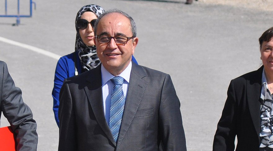 Eski rektör çelişkili ifadeden tutuklandı