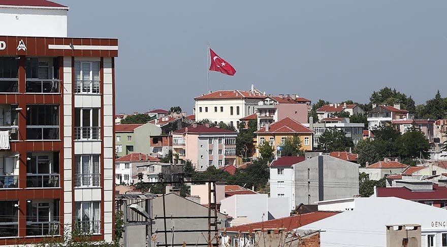 Atatürk Evi'ne dev Türk bayrağı