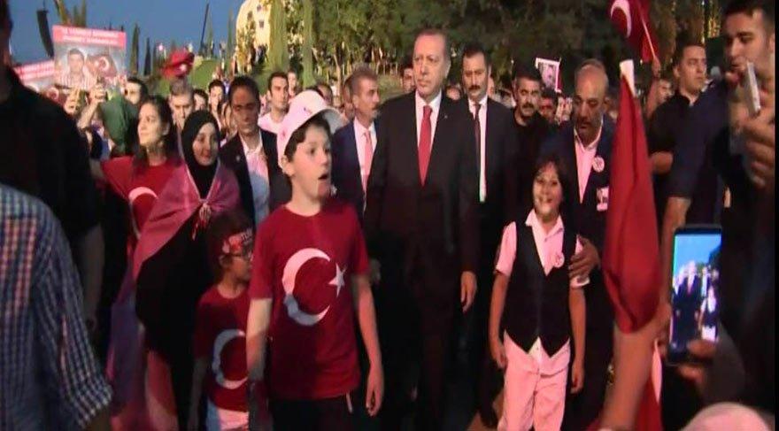 Cumhurbaşkanı Erdoğan Şehitler Köprüsü'nde