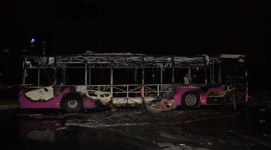 İstanbul'da Halk Otobüsü alev alev yandı!