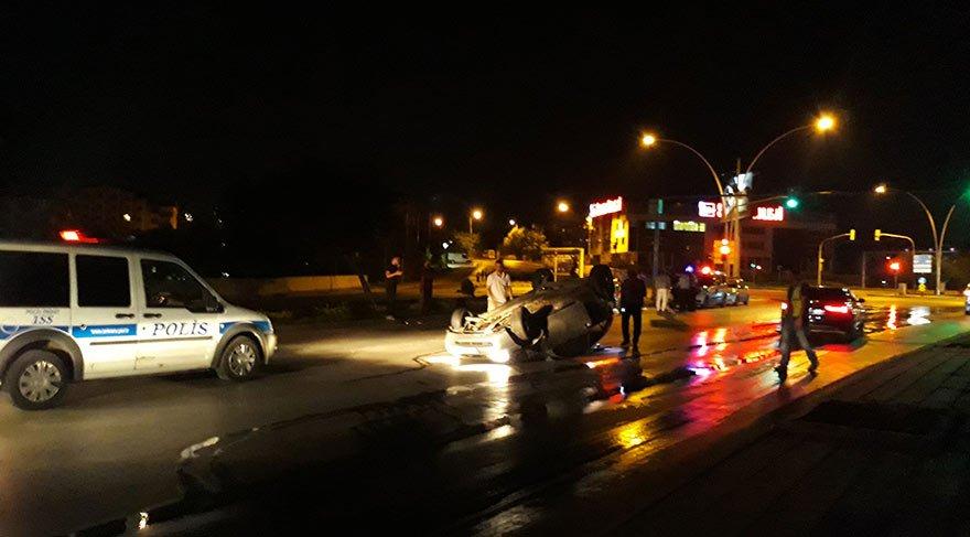 Polis aracı takla attı; 2 polis yaralı