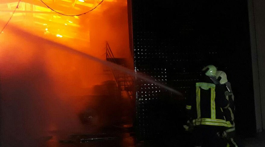 Babasının fabrikasını yaktı, canlı yayında izletti