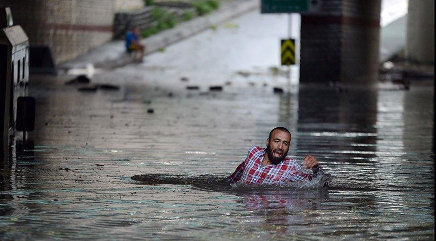 Şiddetli yağış ve fırtına İstanbul'u yerle bir etti