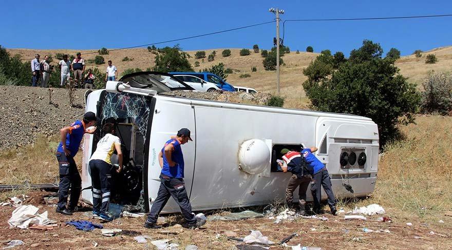 Kayseri'de tur midibüsü devrildi: 26 yaralı