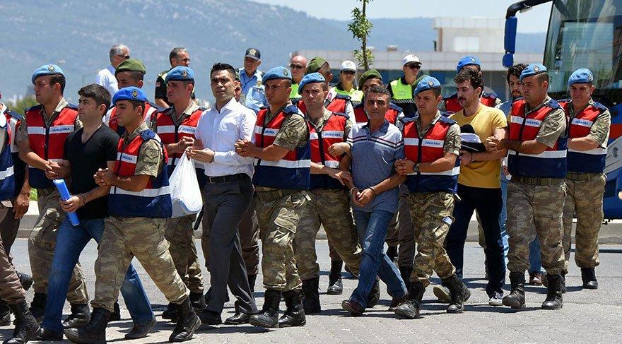 Cumhurbaşkanı'na suikast davasına bu kez sarı tişörtle geldi