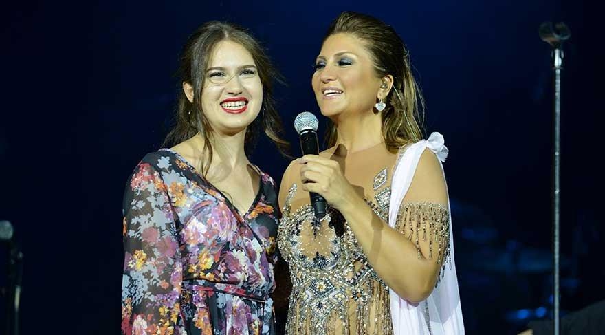 Sibel Can genç şarkıcı ile seslendirdiği Vazgeç Gönül şarkısıyla alkış aldı