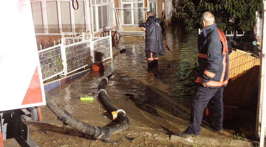 İstanbul'da sel… Su tahliye çalışmaları sürüyor