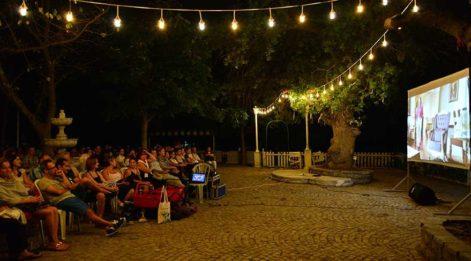 Kadıköy parklarında açıkhava film keyfi