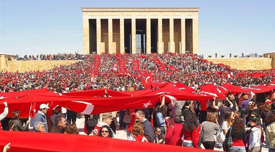 Sosyal medyada 'Anıtkabir'e yapılaşma' iznine tepkiler çığ gibi büyüyor: bu kez yurdun dört bir yanından Ankara'ya yürürüz milyonlar oluruz